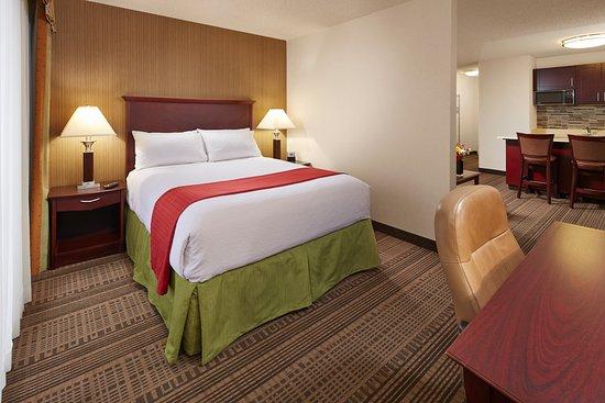 Holiday Inn Santa Maria: Guest room