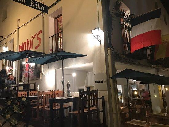Moni's Bar