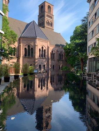 Mercure Hotel Plaza Essen: Tolle Spiegelungen im Innenhof