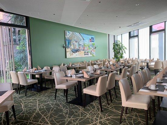 Mercure Hotel Plaza Essen: Sehr schöner und heller Speiseraum, das Frühstück ist für 11 Euro sehr gut !