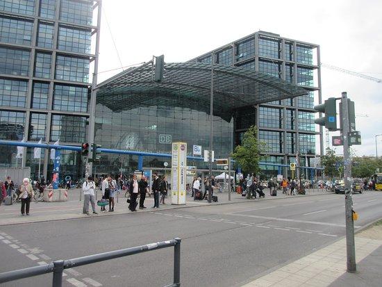 Hotel Ibis Berlin Hauptbahnhof: Central train station is just across the street
