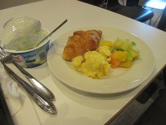 Hotel Ibis Berlin Hauptbahnhof: Sample of breakfast
