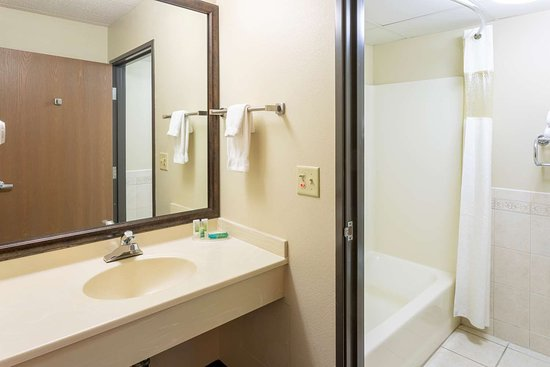 GrandStay Peoria Standard Vanity Tub
