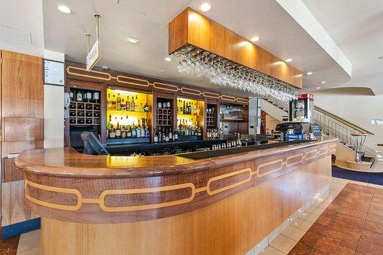 Quality Hotel Parklake Shepparton: Hotel bar