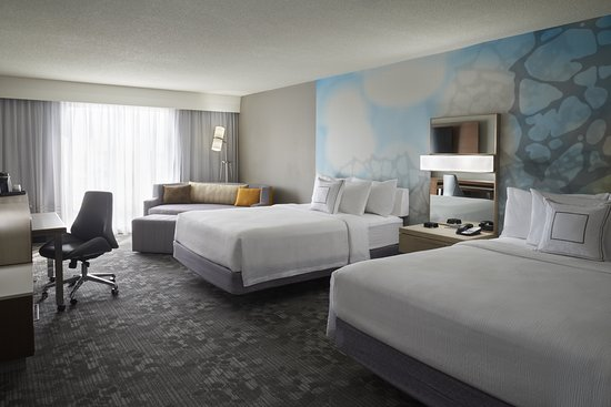 Courtyard by Marriott Toronto Airport: Guest room
