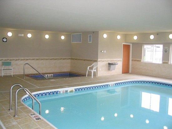 Holiday Inn Express Jamestown: Pool