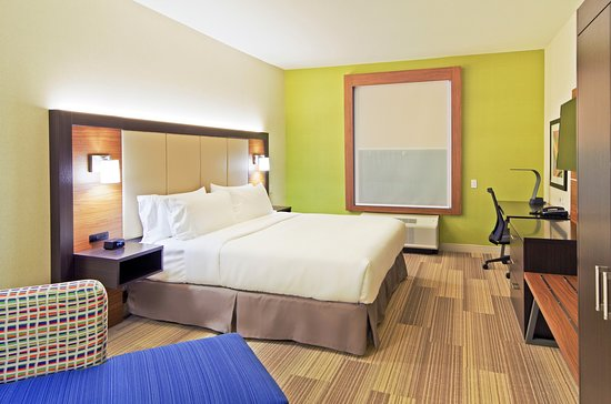 Holiday Inn Express and Suites Phoenix North - Scottsdale: Guest room