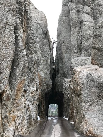 ‪‪Needles Highway‬: The longest one-way tunnel. ‬