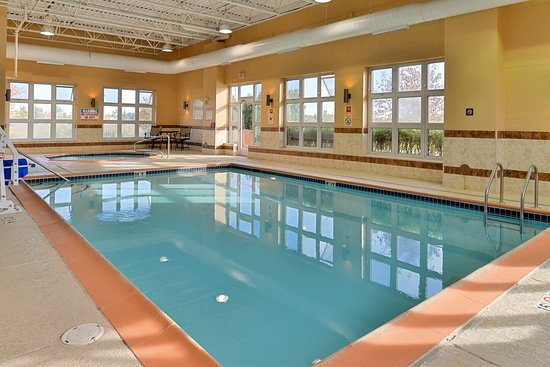 ‪‪Holiday Inn Express - Wixom‬: Pool‬