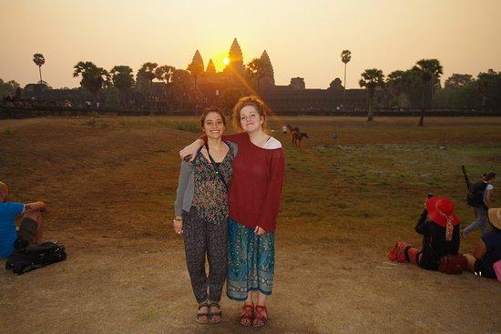 Angkor Friendly Riders: Sunrise - lever de soleil à Angkor Vat entre ami(e)s