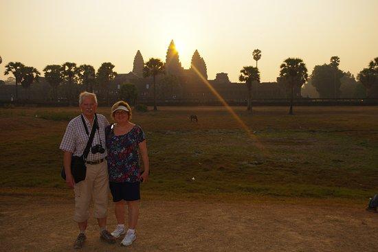 Angkor Friendly Riders: Lever de soleil à Angkor Wat en couple