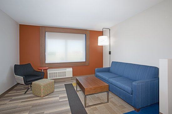 Holiday Inn Express & Suites Dakota Dunes - Event Center: Suite