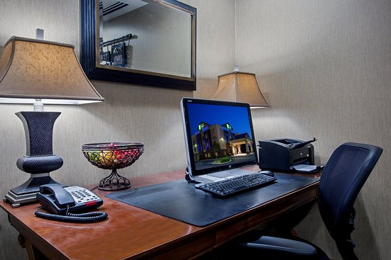 Holiday Inn Express Hotel & Suites Lewisburg: Property amenity
