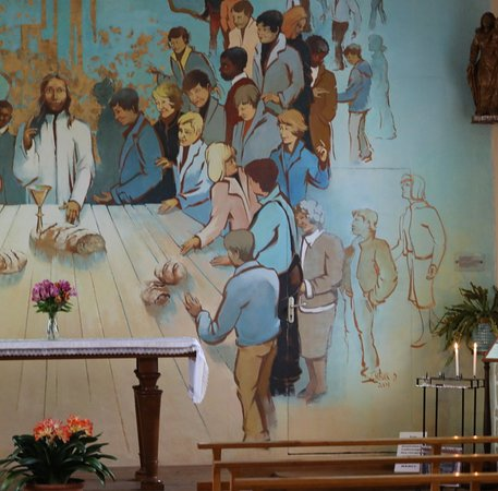 Epervans, Франция: Chapelle d'épervans datant du 18è Siècle : A l'intérieur, on peut y voir une peinture murale ou fresque gigantesque de l'artiste peintre Jean Schuk