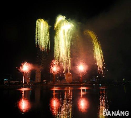 דאנאנג, ויטנאם: Team Russia produce professional fireworks display in DIFF 2019