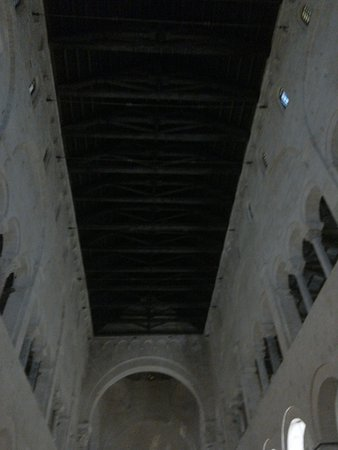 The ceiling of the central nave.
