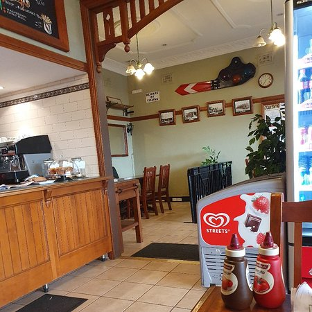 Albert's Cafe and Takeaway: Inside