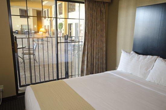 Holiday Inn Hotel & Suites St. Paul NE - Lake Elmo: Guest room