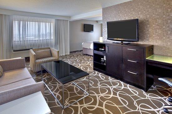 Crowne Plaza Kitchener-Waterloo: Suite