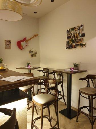 MOnika's wine bar