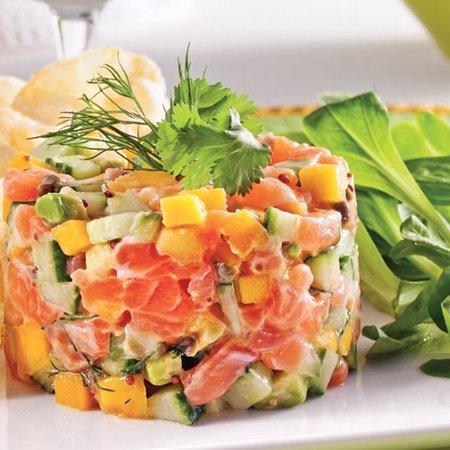 Le tartare de saumon aux pommes granny, mangues et coriandre