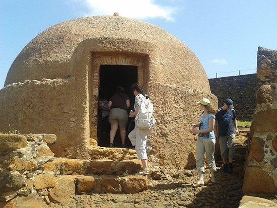 Сиудад-Велья, Кабо-Верде: A group discovering the story at Cidade Velha