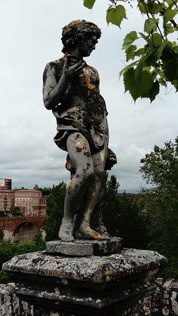 Les Jardins de la Berbie: Statue