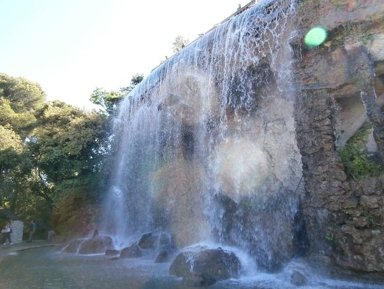 Nice City Tour and Old town Half-Day from Nice Small-Group: Cascade in Parc
