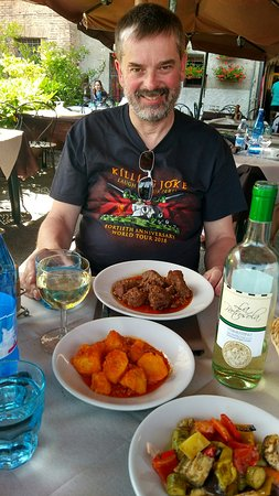 Antica Trattoria Papei: Lovely wild boar, potatoes in tomatoes, mixed oven roasted vegetables and rabbit with sage and Rosemary