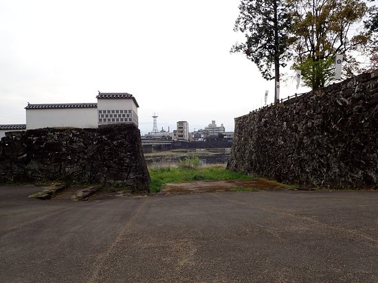 水の手門跡。球磨川に面する城門の跡