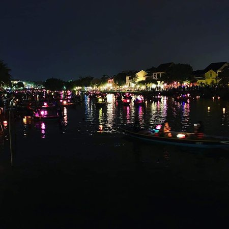 Tam Coc Son Hanoi Tour: colorful night