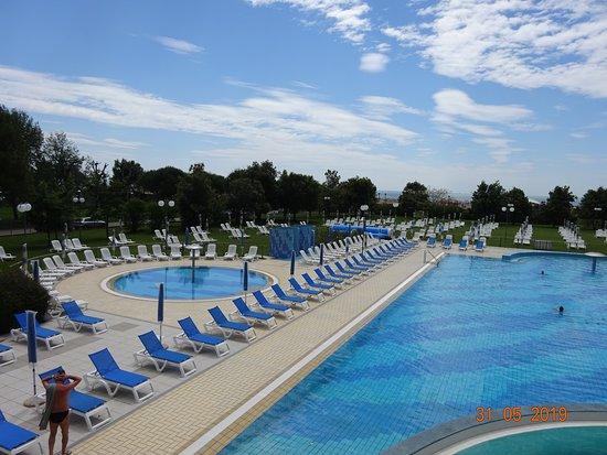 Savoy Beach Hotel: piscine et jacuzzi