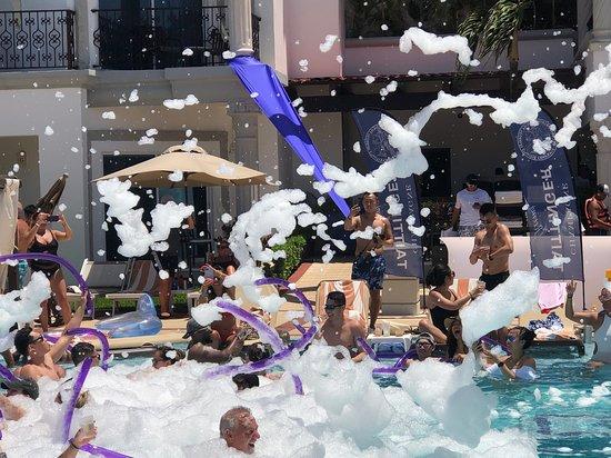 Hilton Playa del Carmen, an All-Inclusive Adult Only Resort: Little bit of Saturday Fun Foam Party