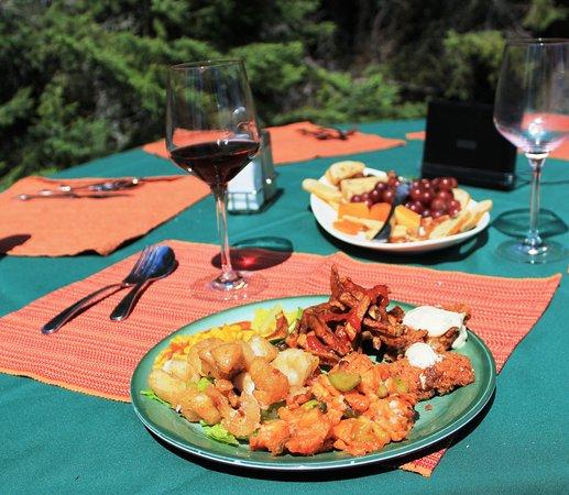 North Haven Resort: Delicious walleye shore lunches.