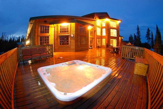 North Haven Resort: Rejuvenating lakefront hot tub.