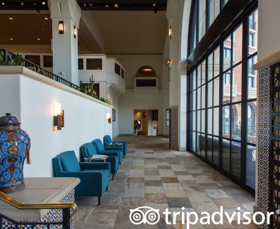 Lobby Bar at The Westin Lake Las Vegas Resort & Spa
