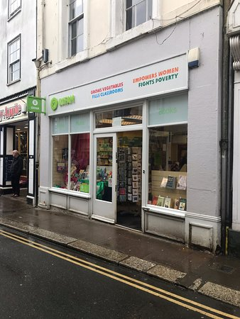 Totnes, UK: Books and music at the top of the hill.