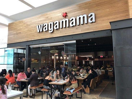 wagamama: Vista del exterior del restaurante