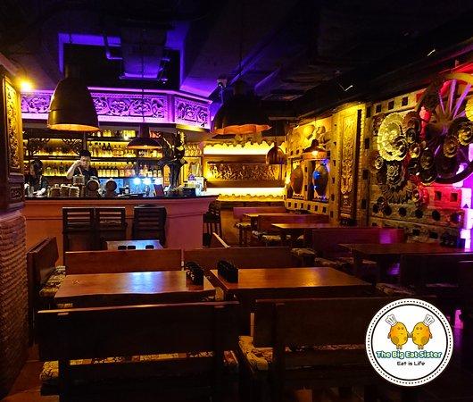 Helen's Bar: Helen's