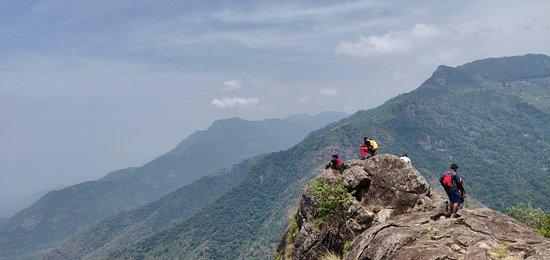 Trek to Kotagiri, Ooty: edge of ridge