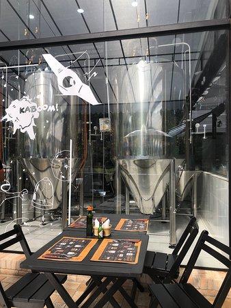 Cervejaria Caras de Malte: Vista dos Tanques