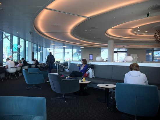 Delta Air Lines: Delta lounge, nice place to wait for our flight