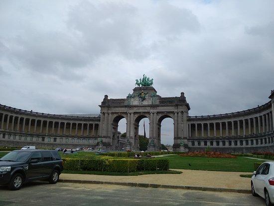Monument Aux Pionniers Belges Au Congo