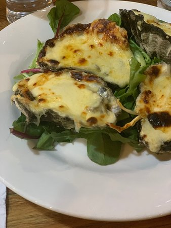 Super yummy baked oysters. A nice xasual place to visit.