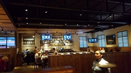 Harveys: Attractive dining area with bar
