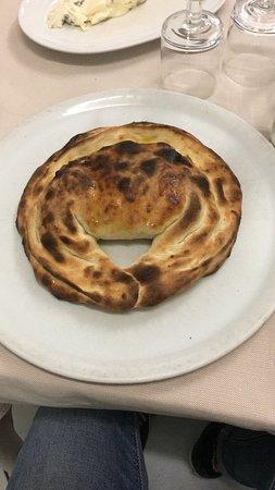 Ristorante Pizzeria Vesuvio: Calzone Vesuvio, di nome e di fatto!