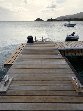 Curtain Bluff Resort: Dock by the beach