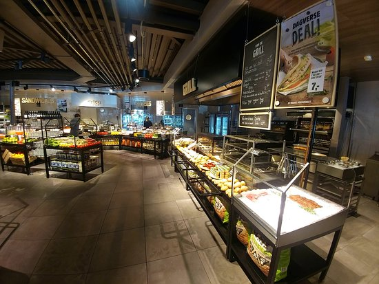 Meerkerk, Holland: Great selection of food at La Place - (24/May/19).