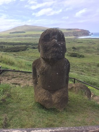 Рано-Рараку: El único Moai sentado