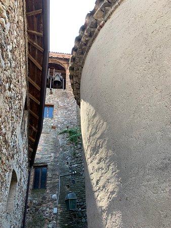 Pozzolengo, Italie : abside e torre campanaria